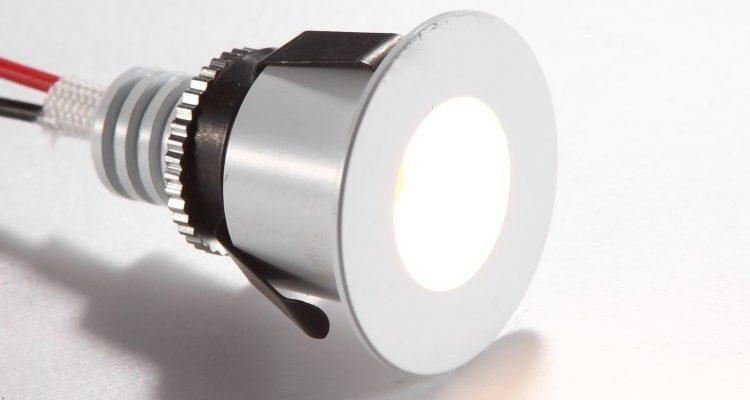 LDC880-WT White mini LED plinth light kit